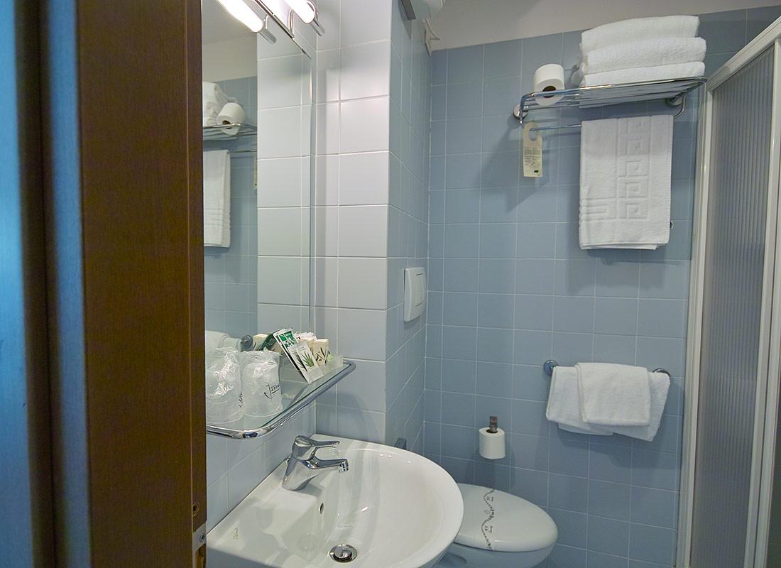 Bagno Camera Tripla Hotel L'Approdo